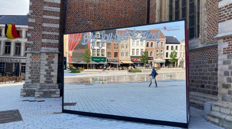 De Shop & The City spiegel blijft nog de hele zomervakantie op de Groenmarkt